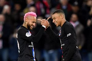 Neymar and Mbappe celebrate together