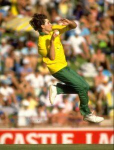 Richard Snell bowling